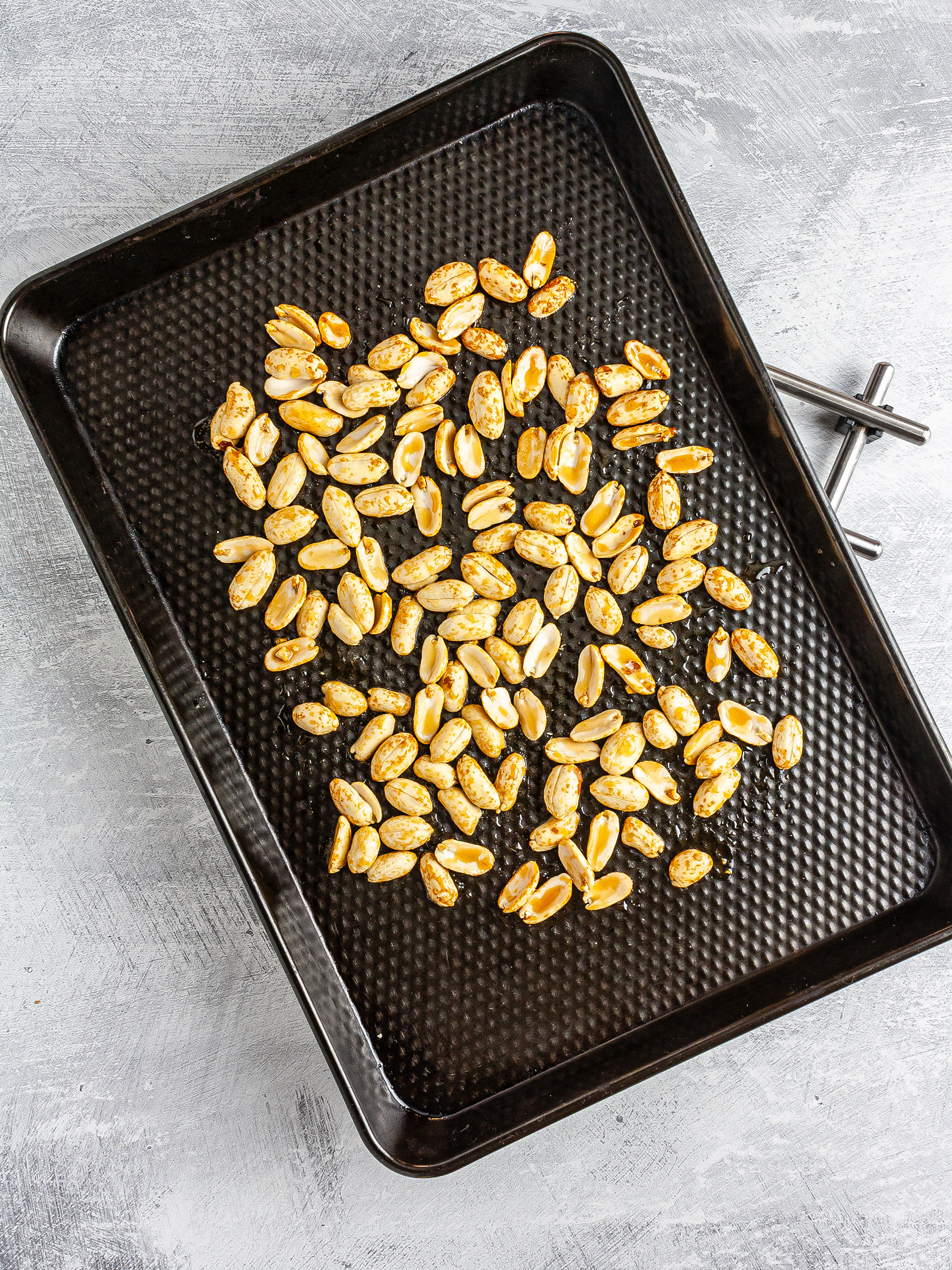 Roasted peanuts with maple