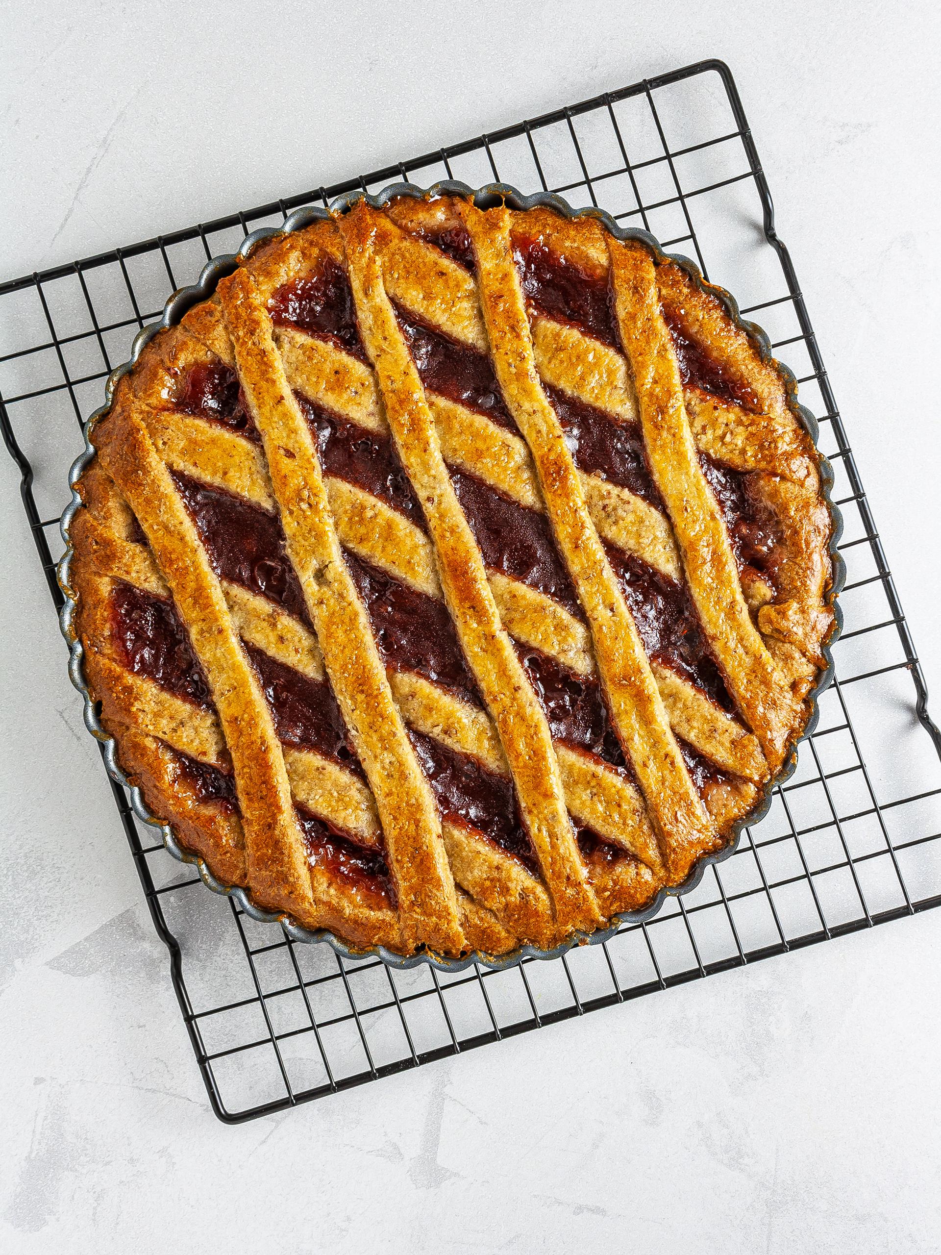 Baked strawberry jam pie