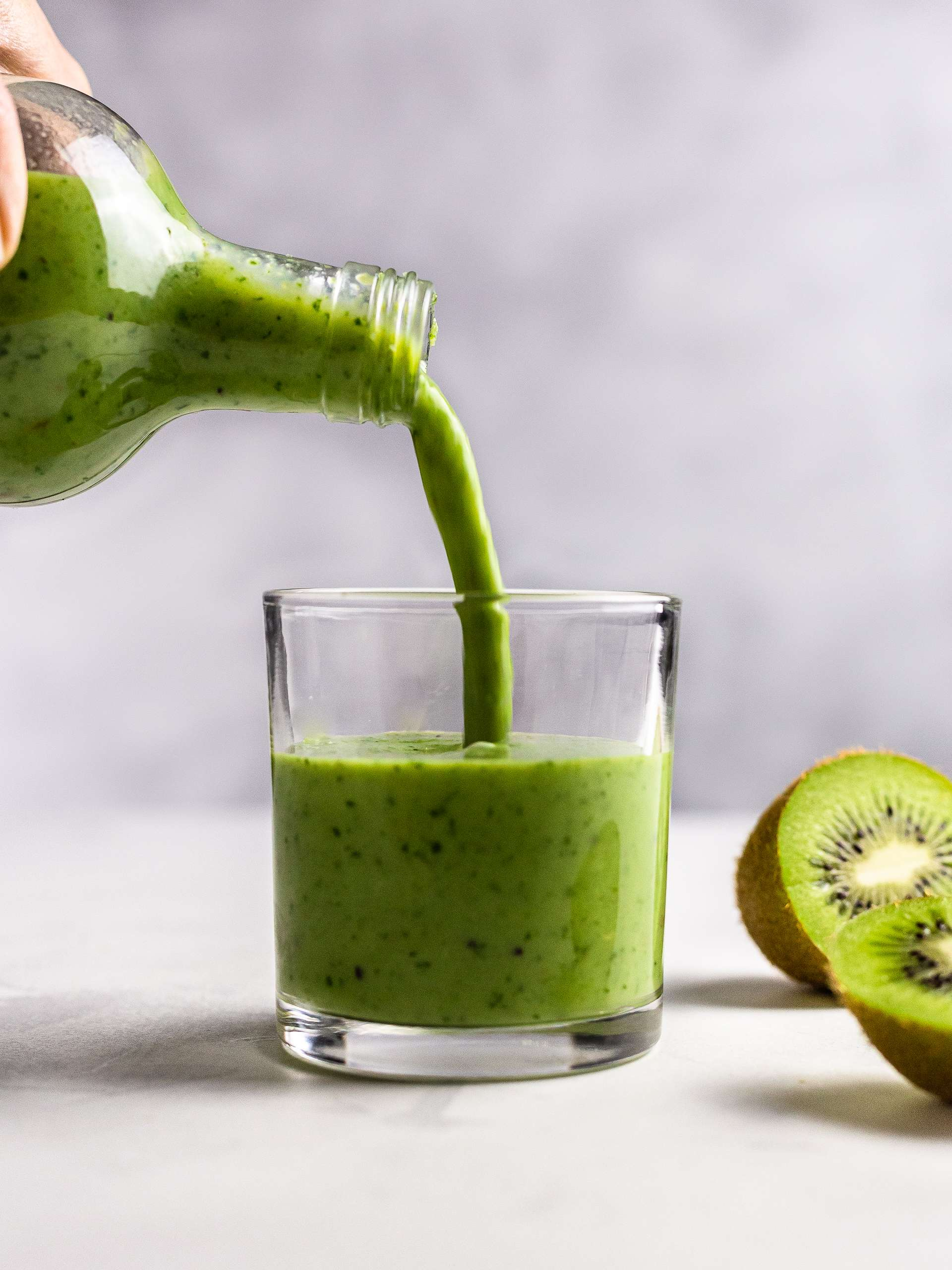 Japanese Smoothie with Matcha and Kiwi Thumbnail