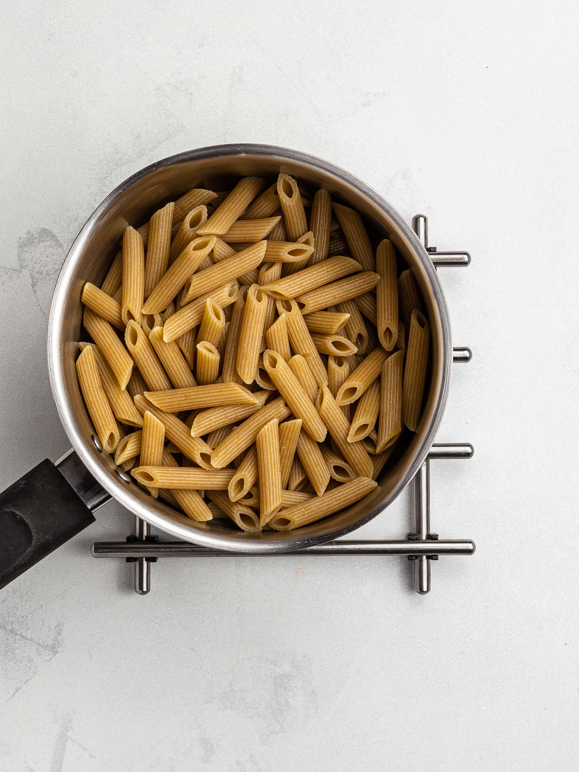 cooked wholemeal pasta in a pot