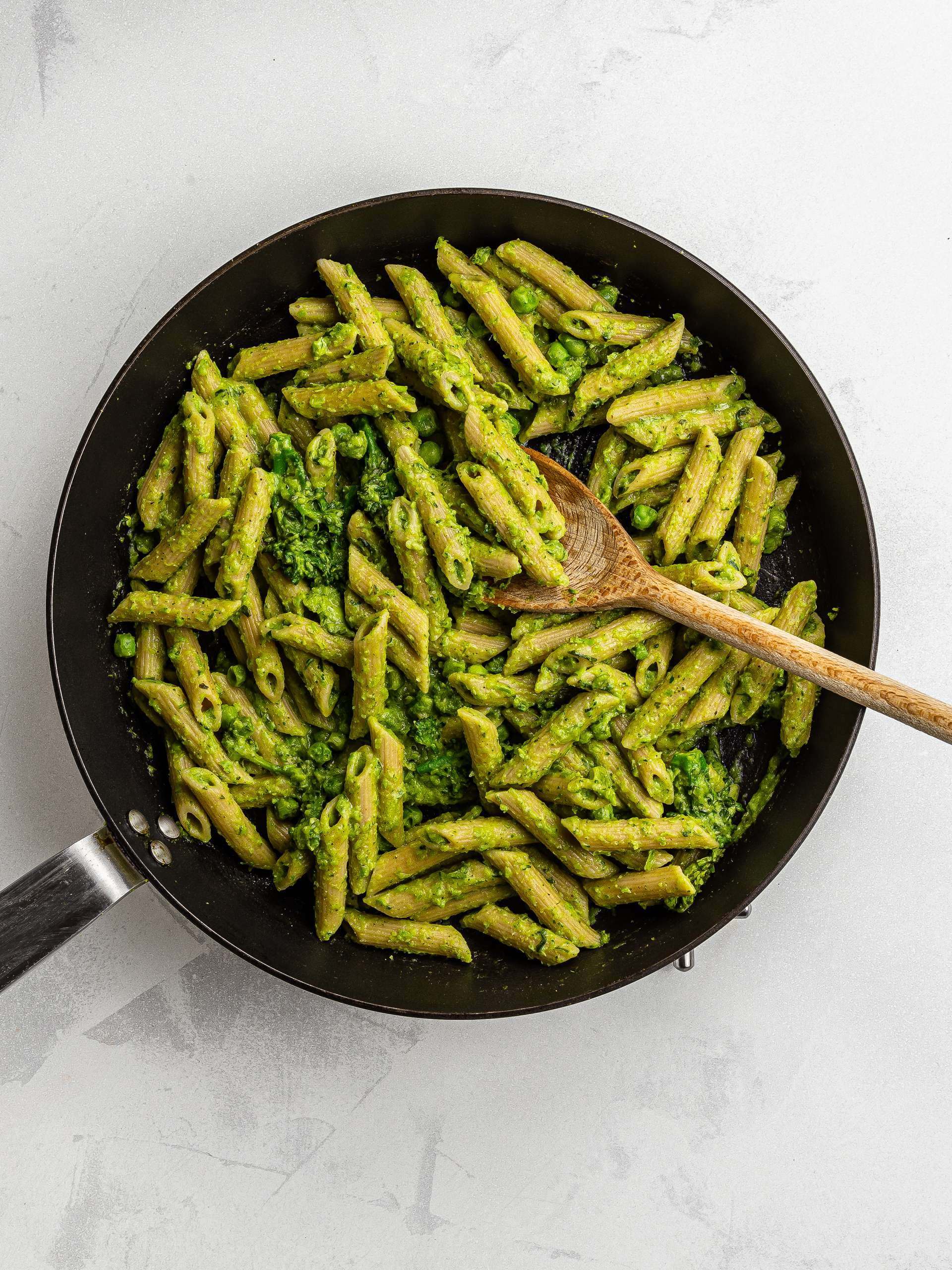 wholemeal pasta with creamy pea mash