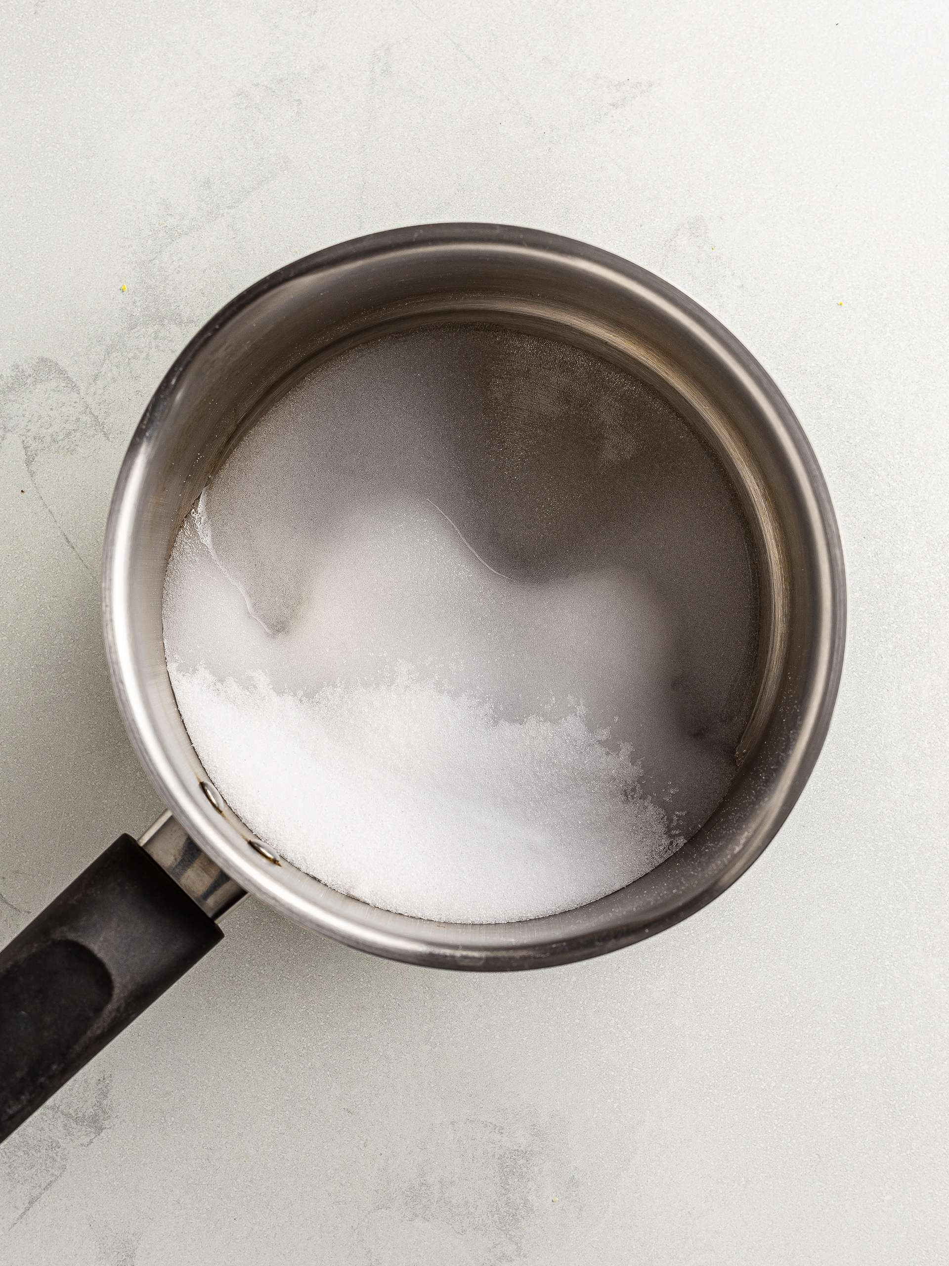 erythritol and water in a pot
