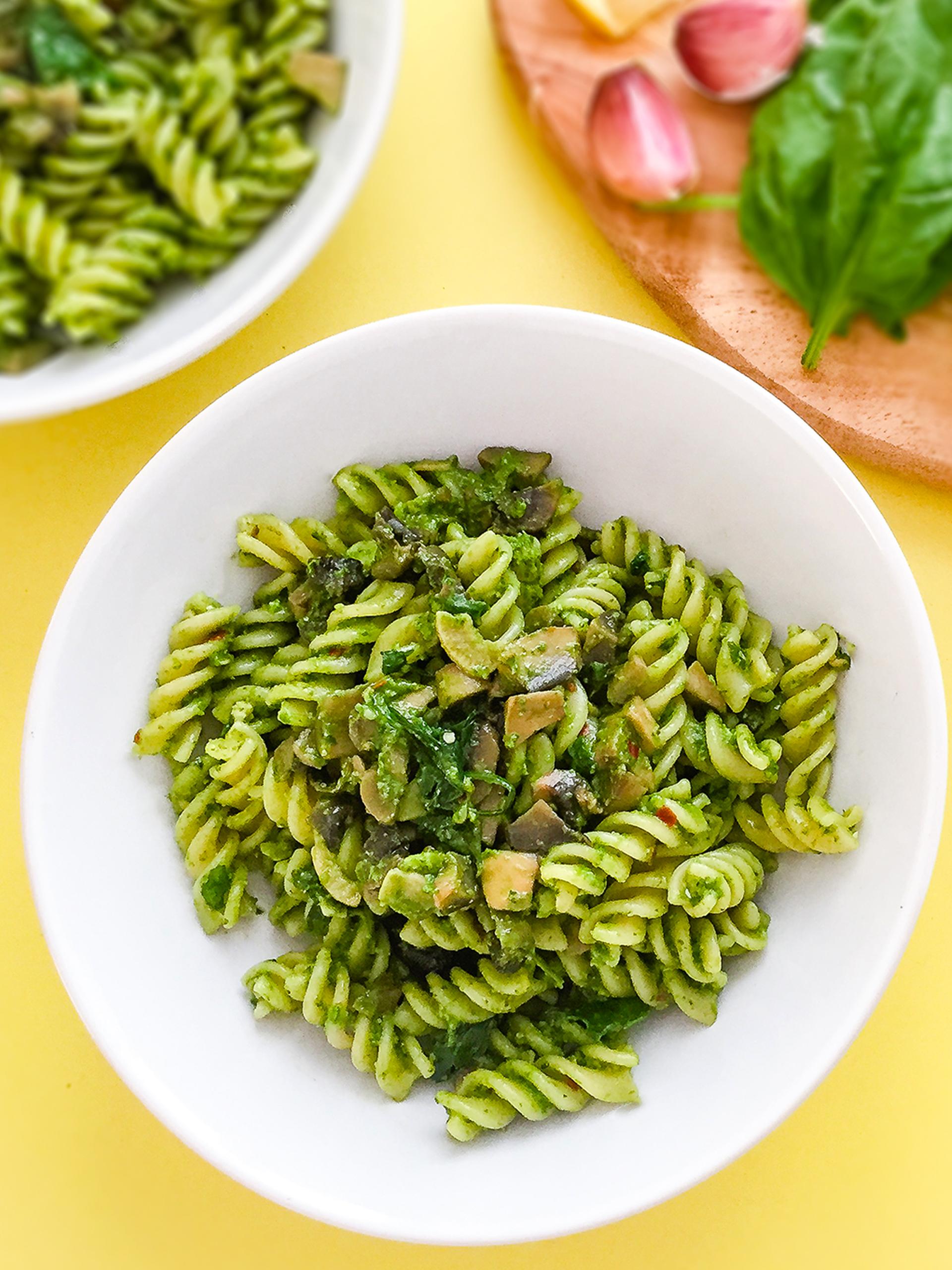 Spinach Mushroom Pesto Pasta Recipe Thumbnail