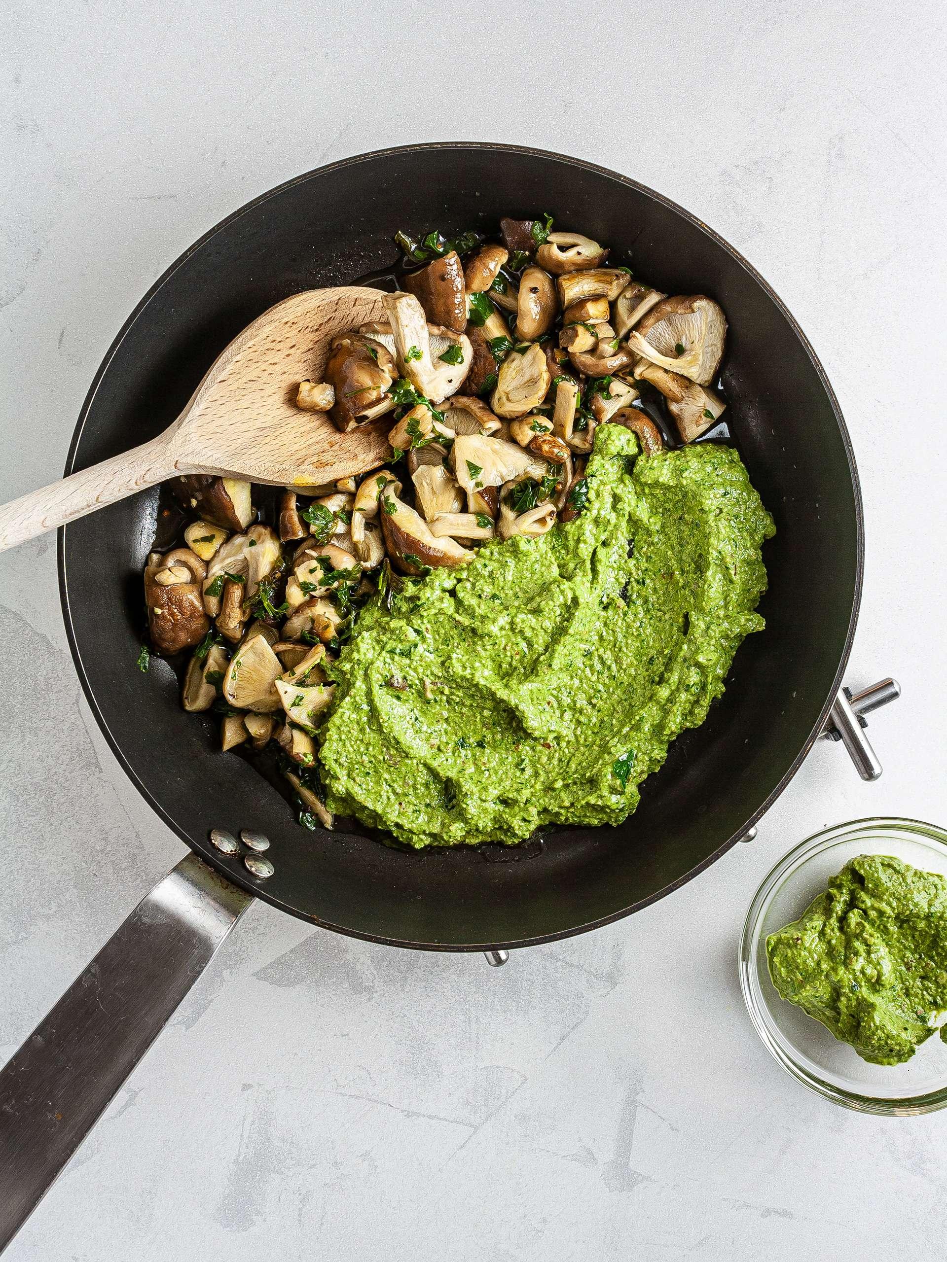 Spinach Pesto with mushrooms
