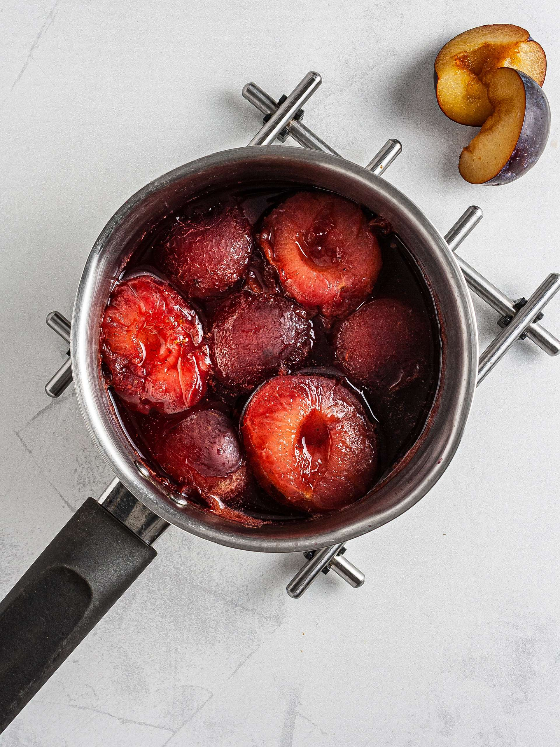 Poached plums with cinnamon