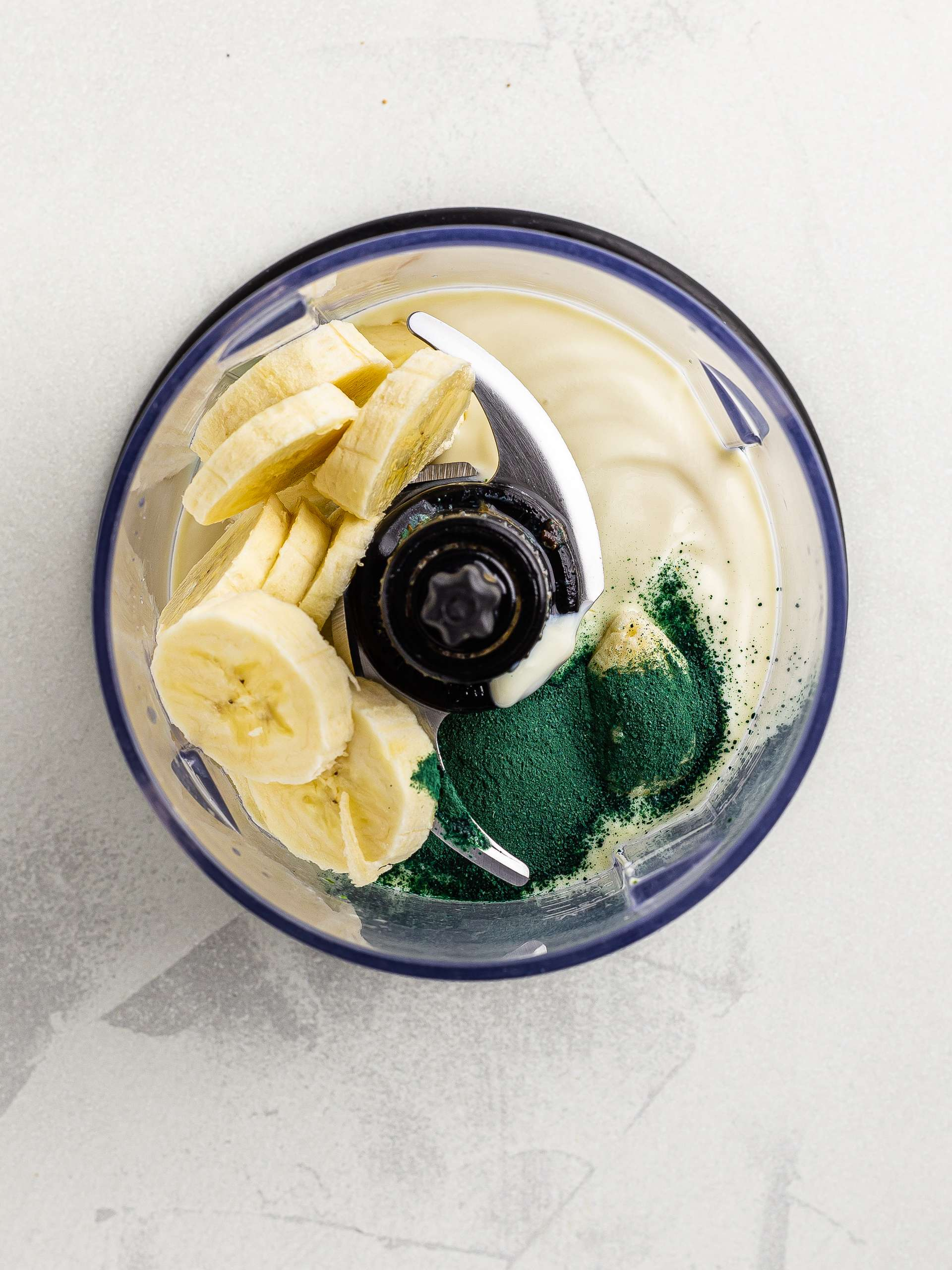 banana, yogurt and spirulina in a blender