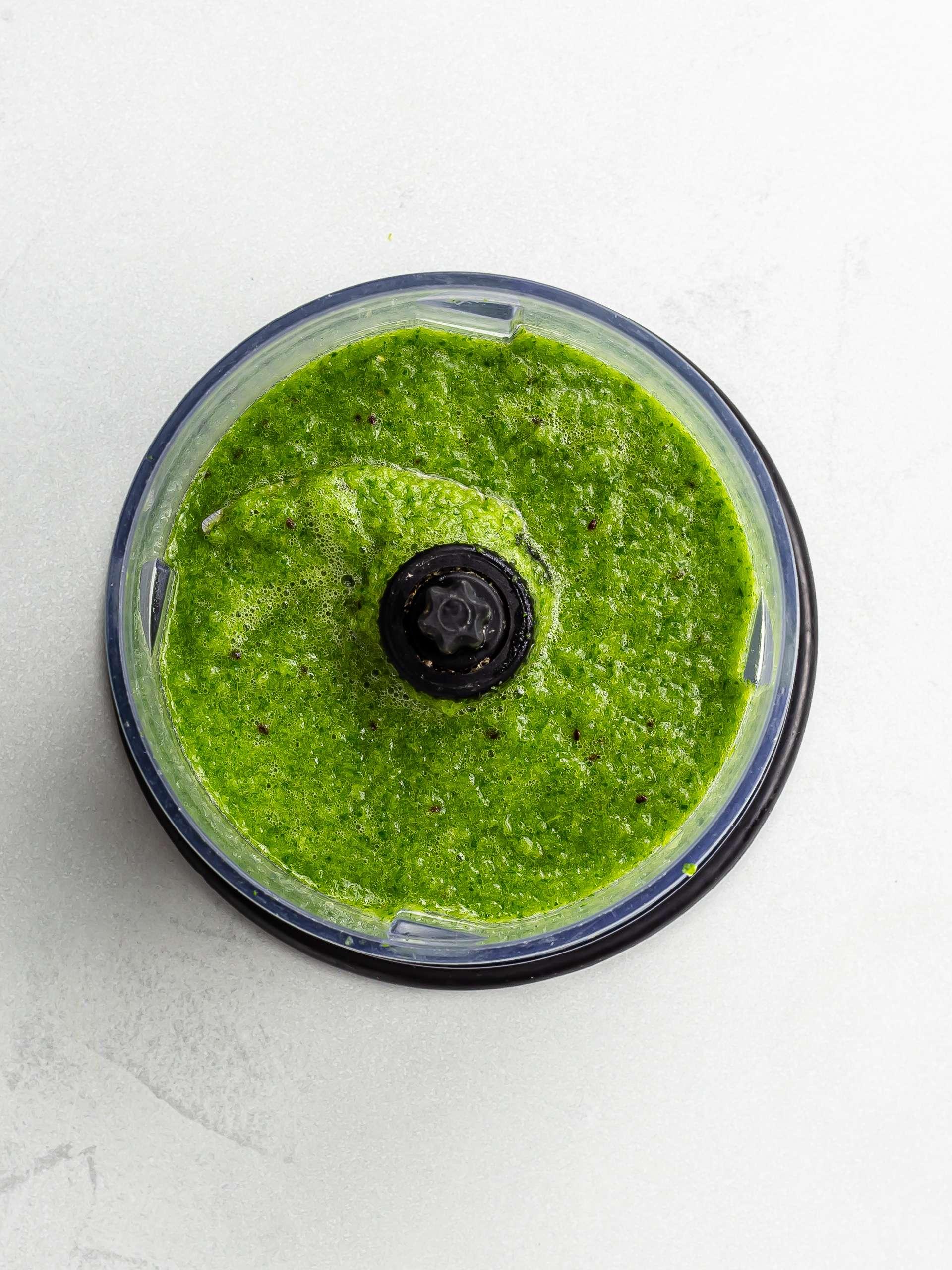 alkaline green smoothie in a blender