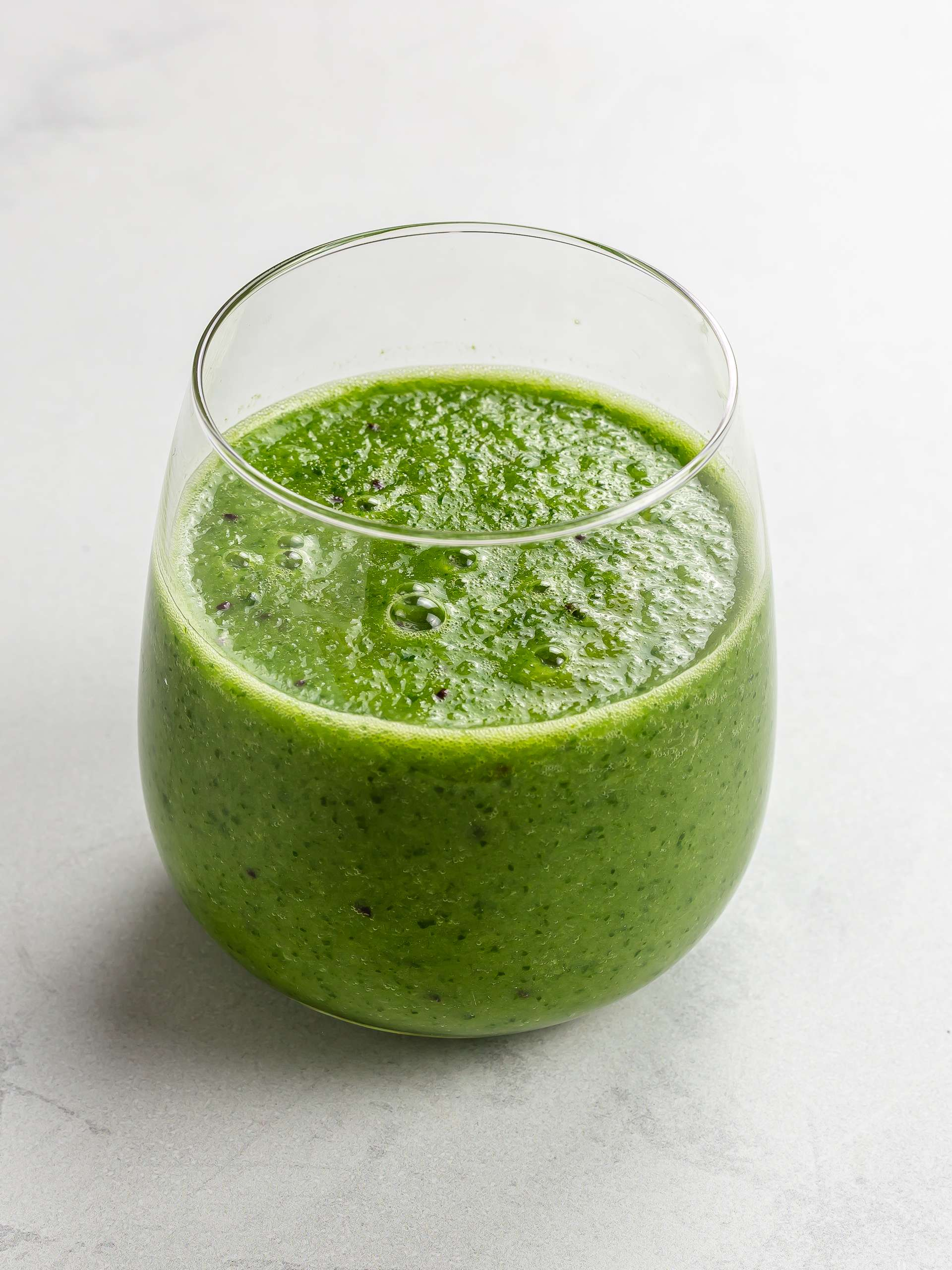alkaline green smoothie in a glass