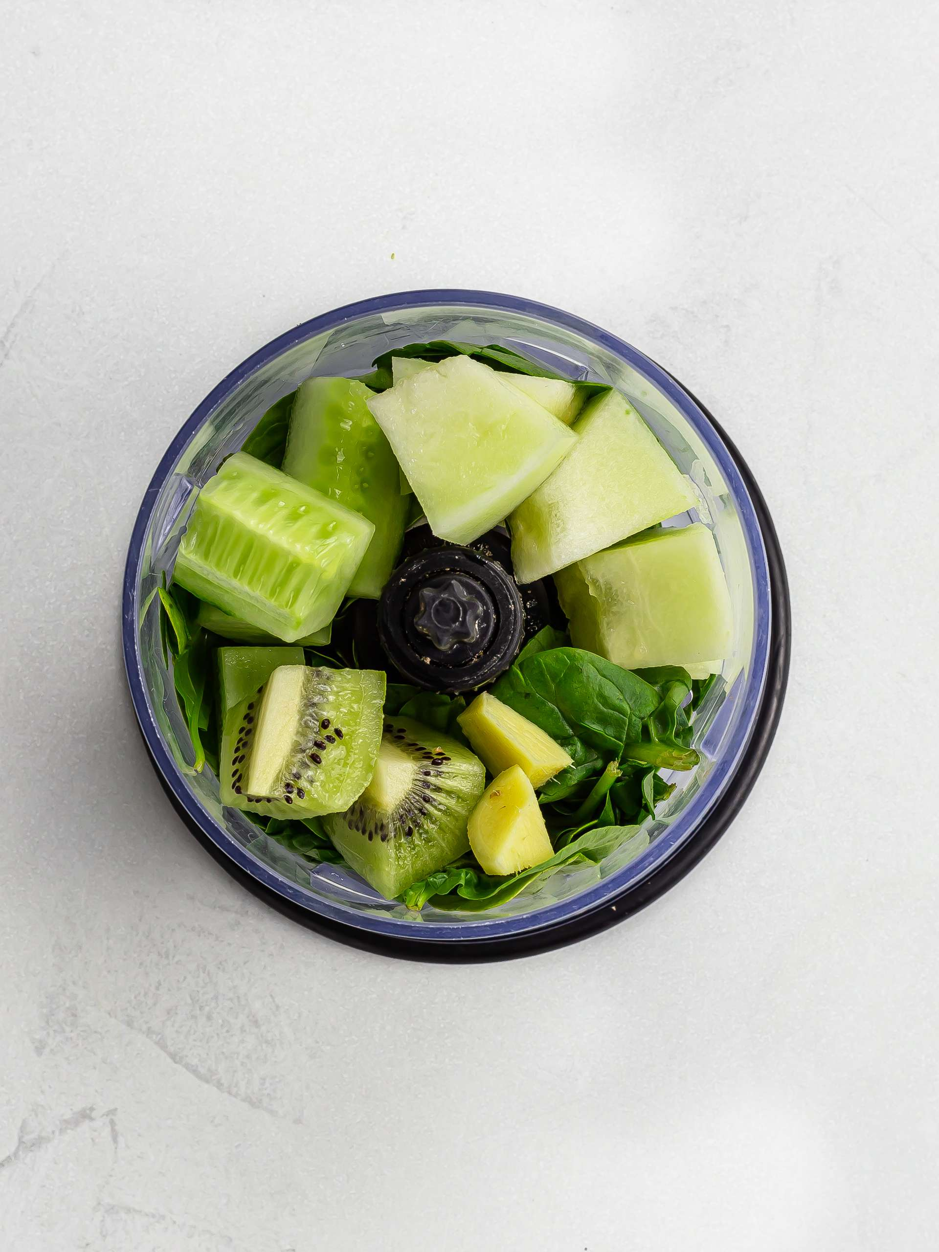 spinach cucumber kiwi and melon in a blender
