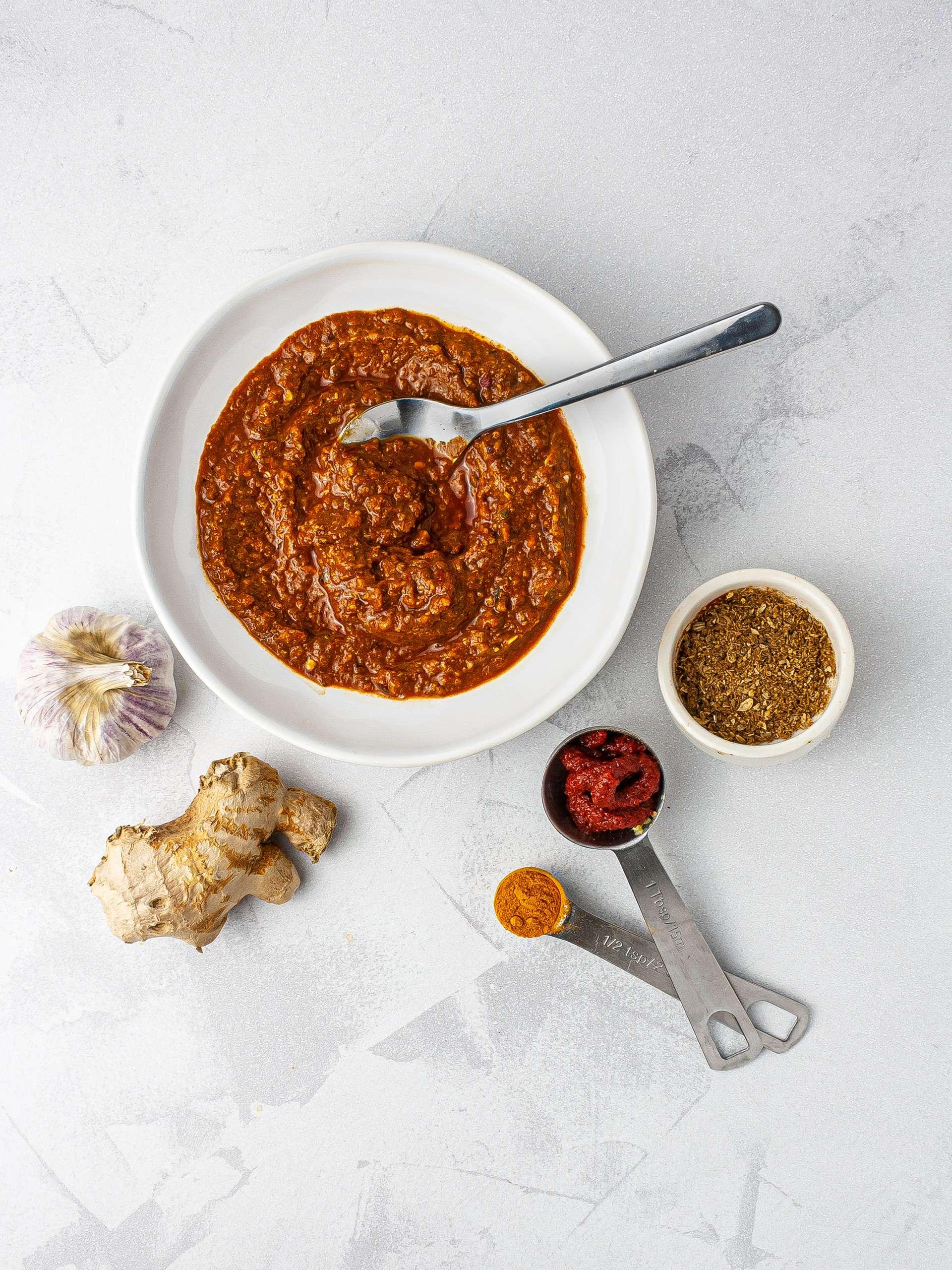 Spicy vindaloo curry paste.