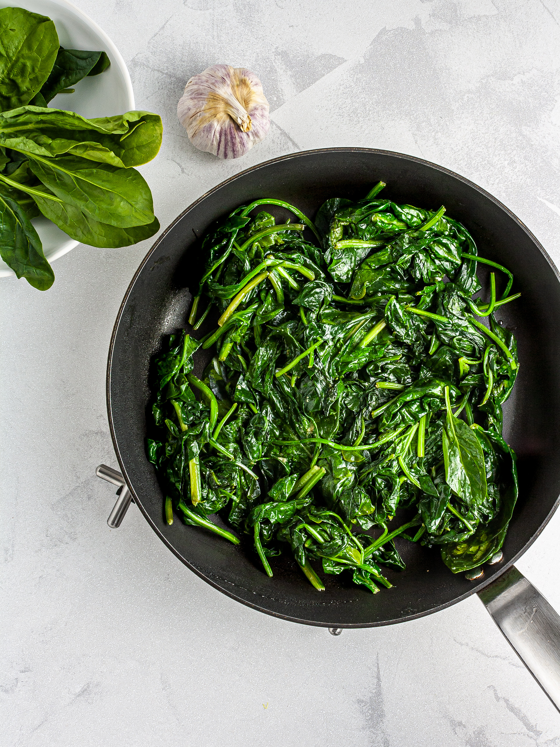 Cooked spinach with garlic