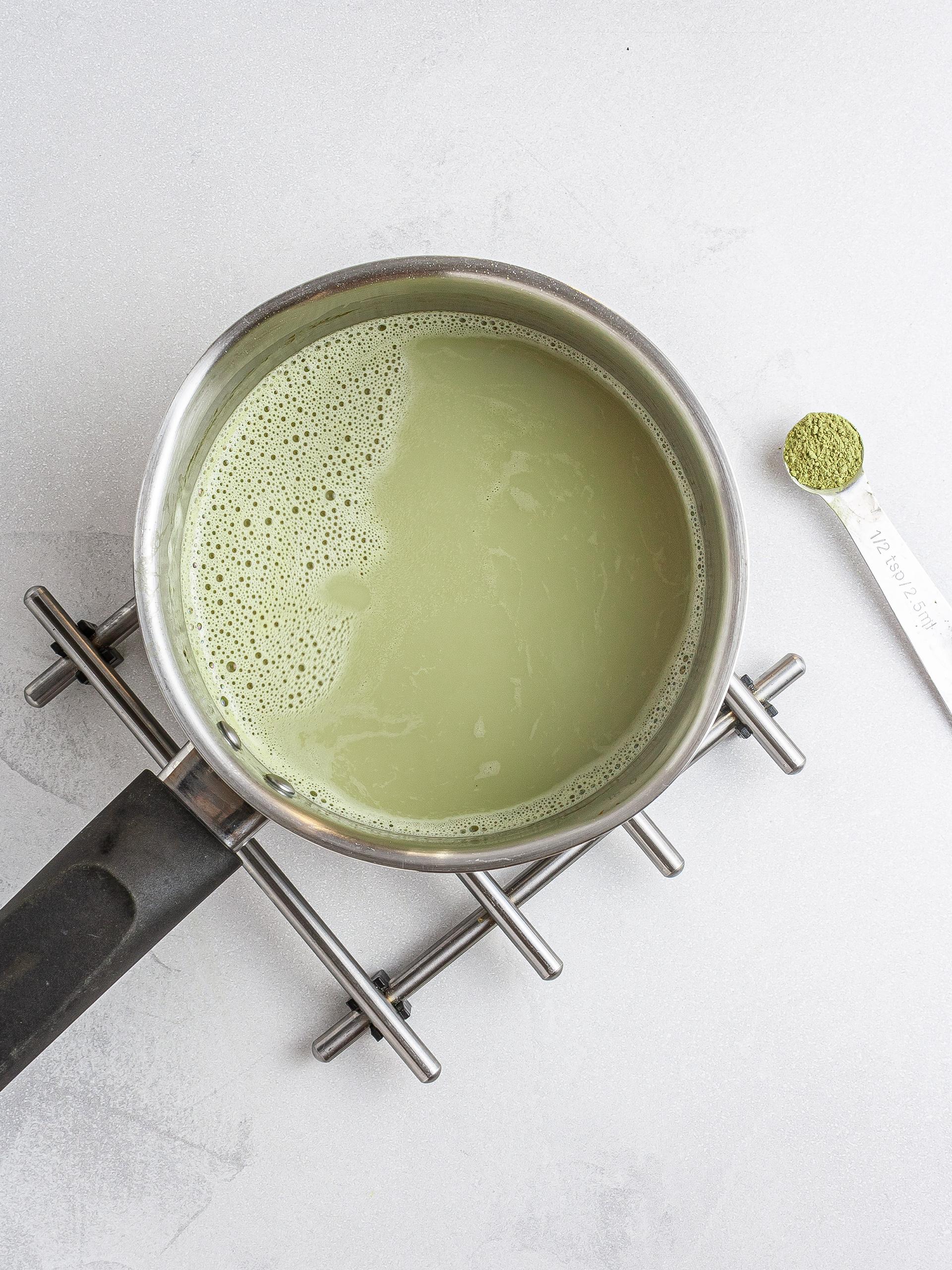 Oat milk with matcha