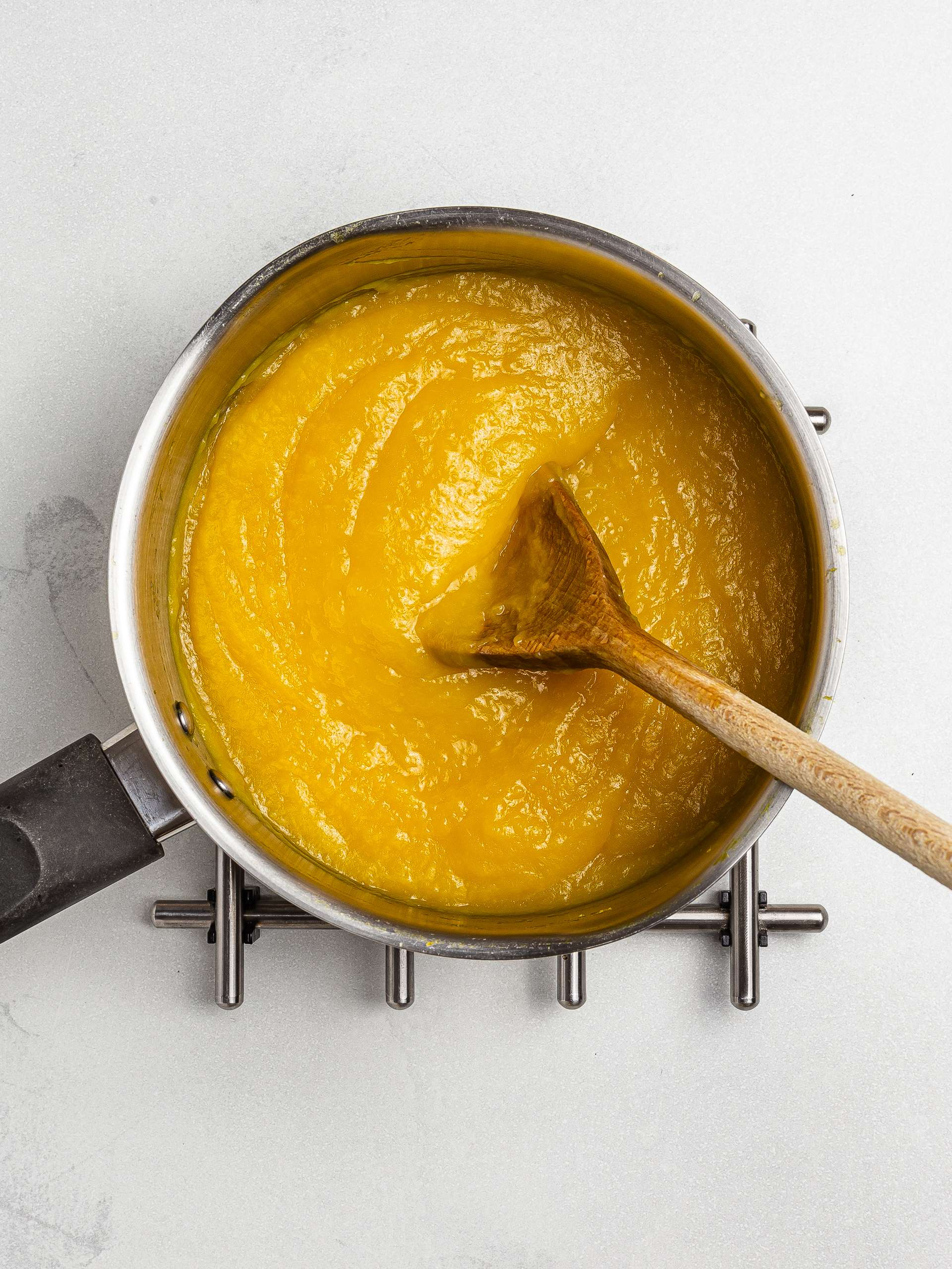sugar-free mango jam in a pot