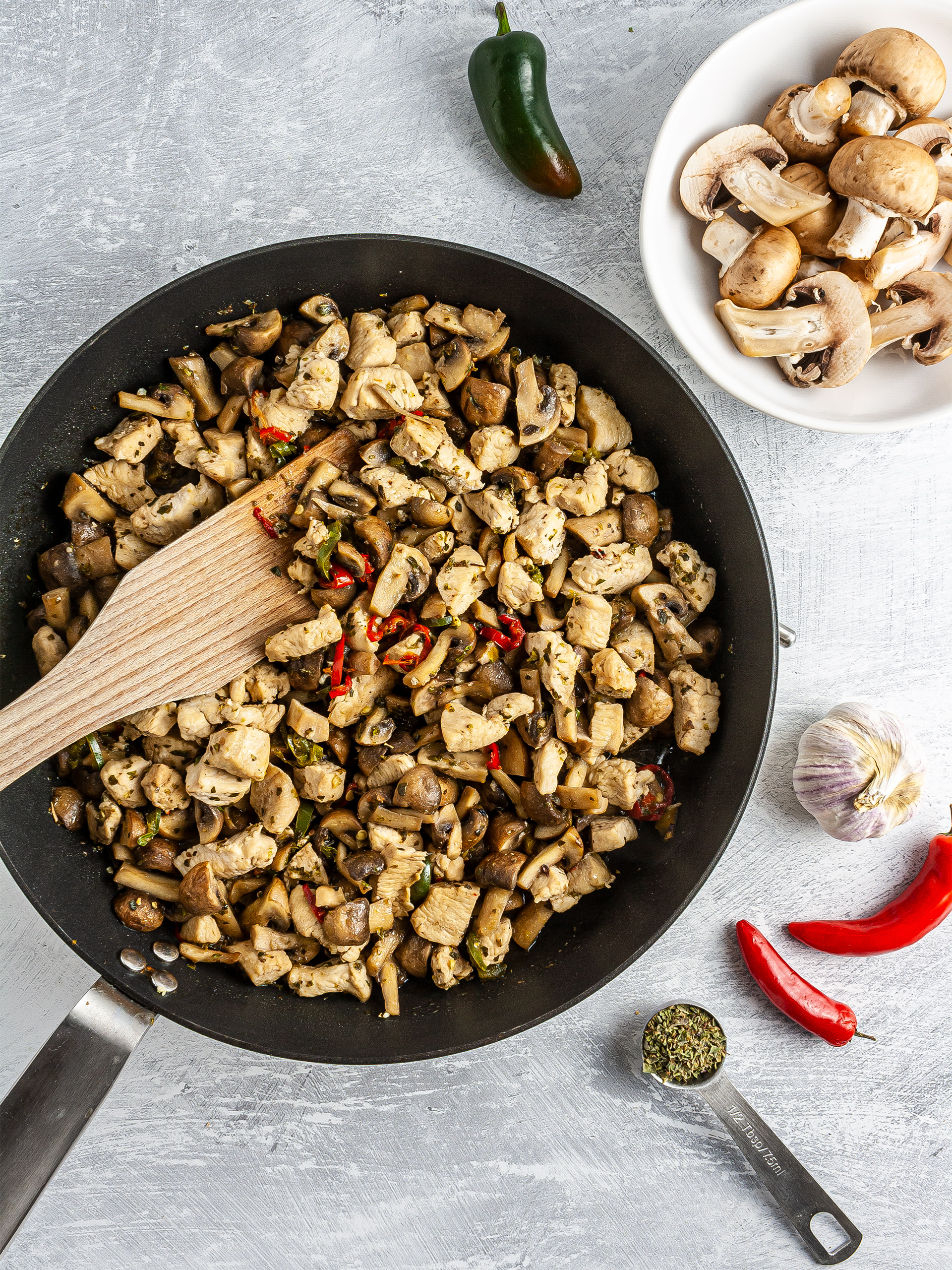 Cooked chicken and mushrooms with garlic and chillies