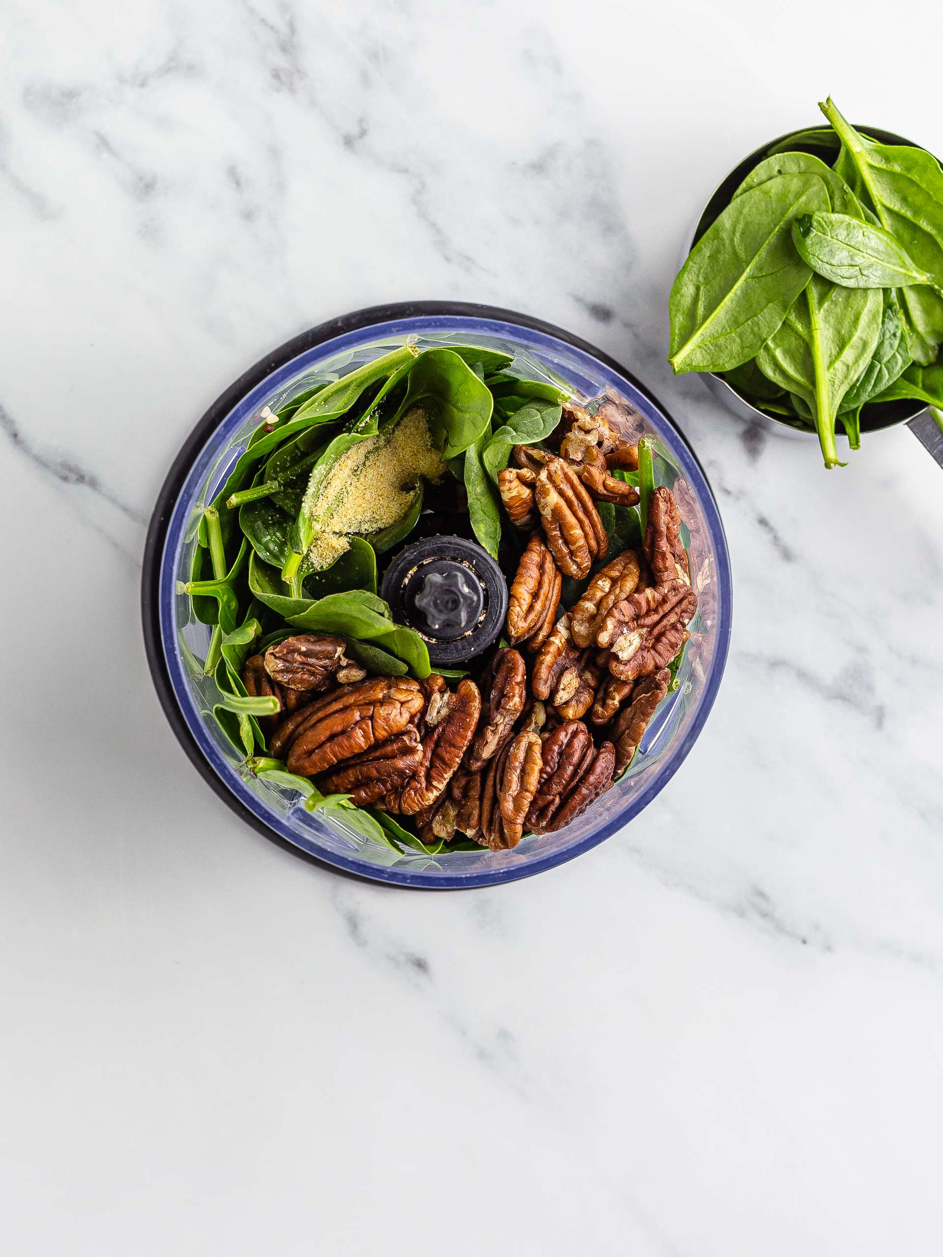vegan pesto with spinach and pecans