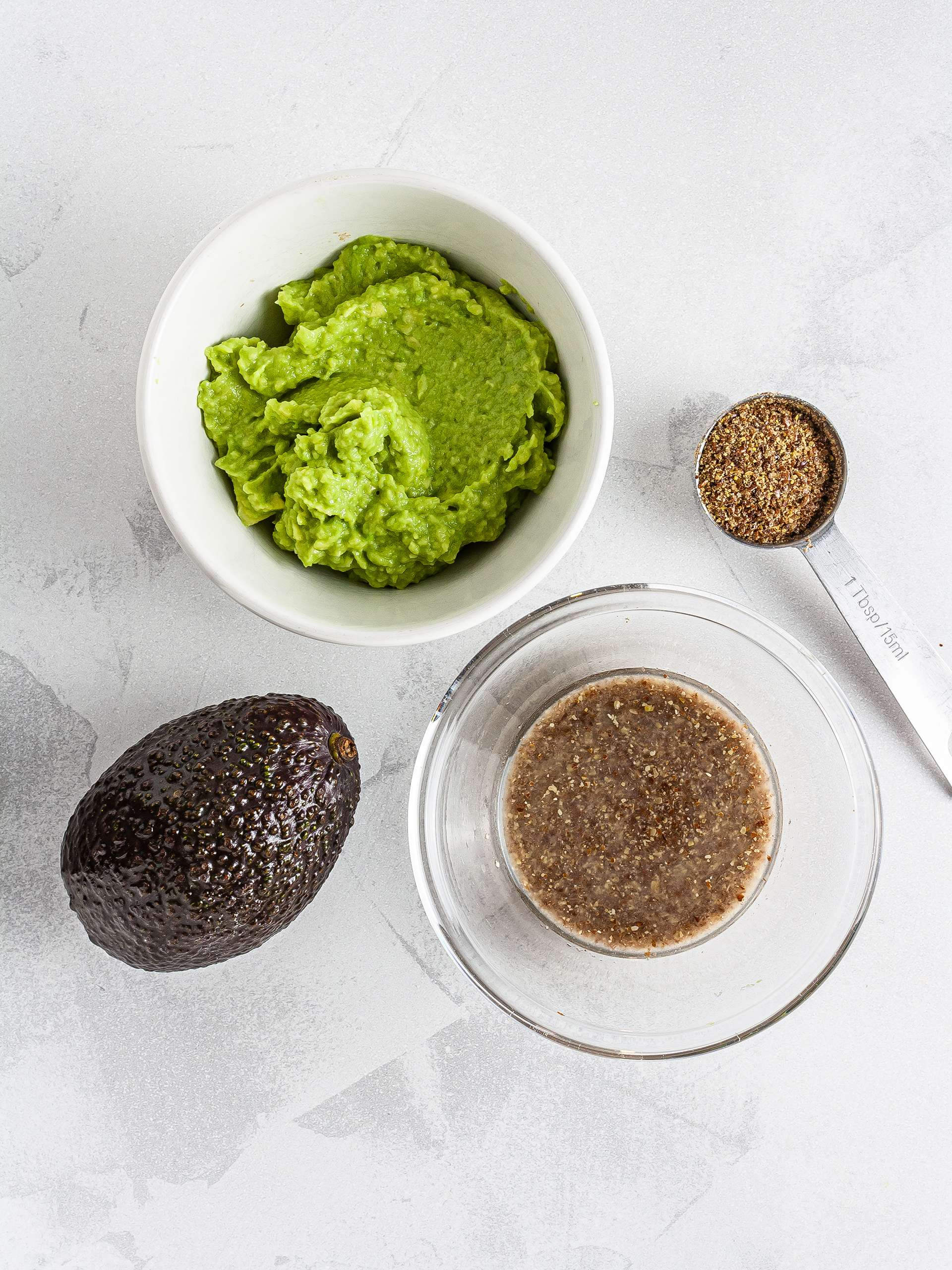 Mashed avocado and flax seeds