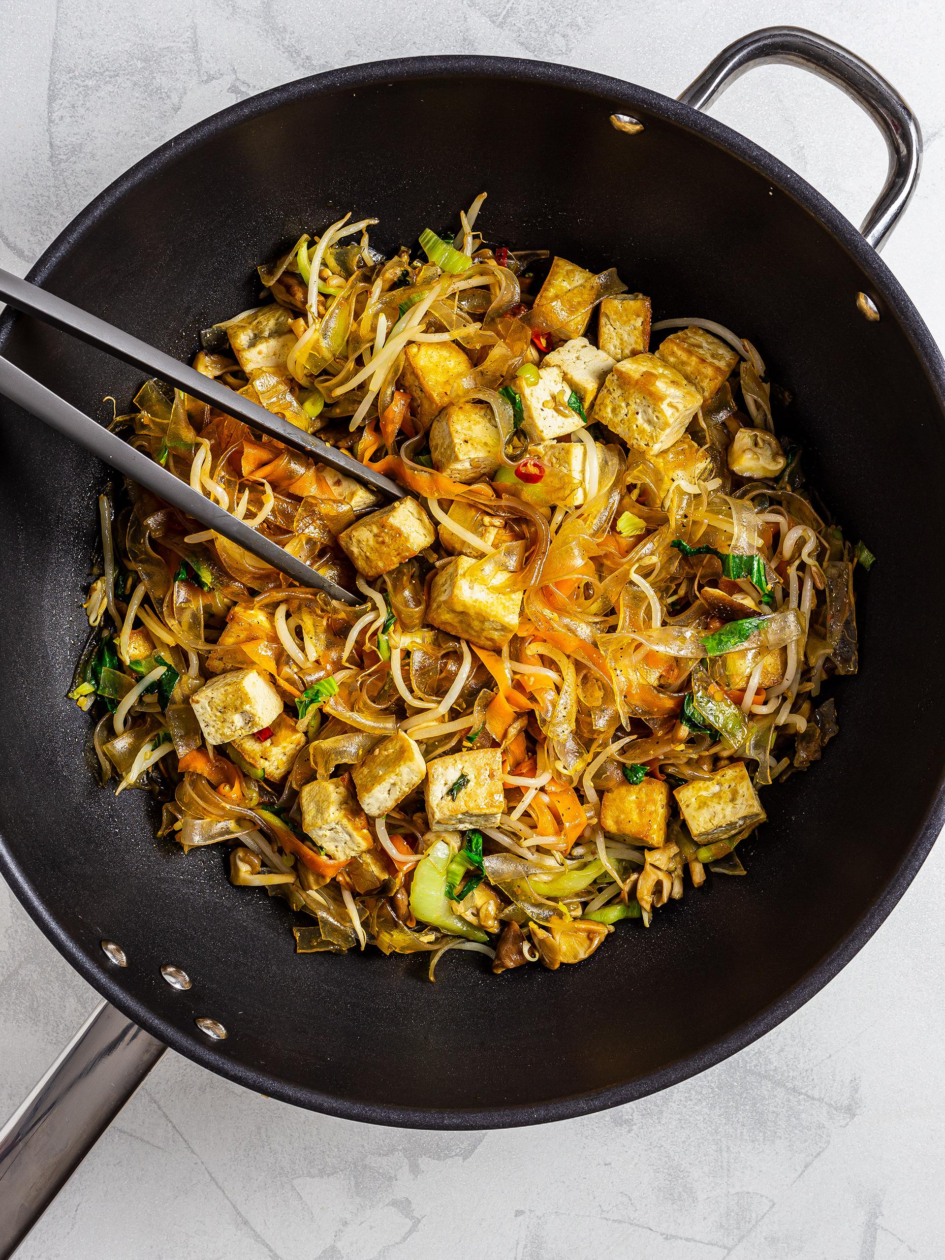 Thread noodles pad thai with tofu