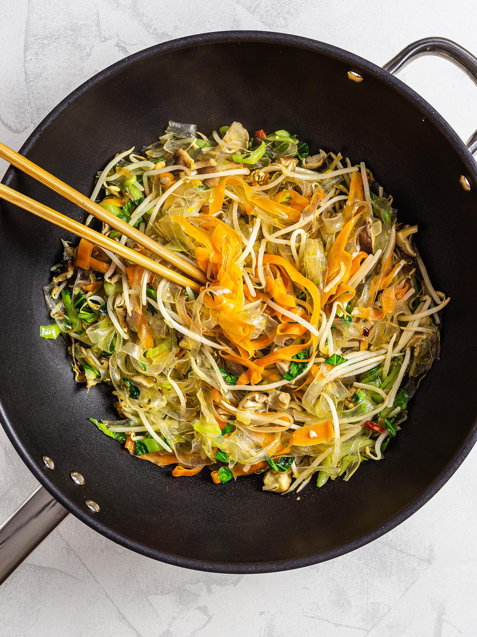 Pad woon sen stir fry with vegetables