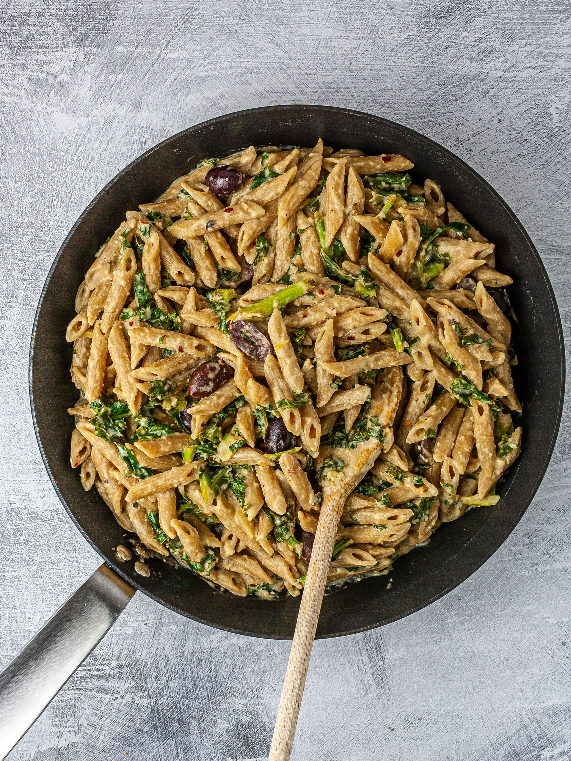 Wholemeal pasta with hummus sauce in a pan.