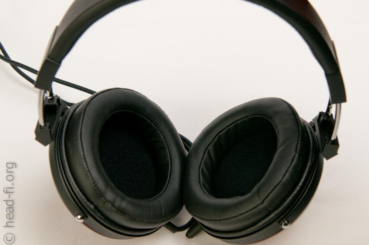 This photo shows the headband, and the inside of the Fostex TH900 earcups (and earpads).