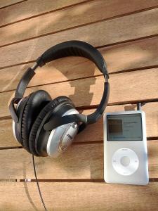 iPod Classic (2009) and Bose QuietComfort 15
