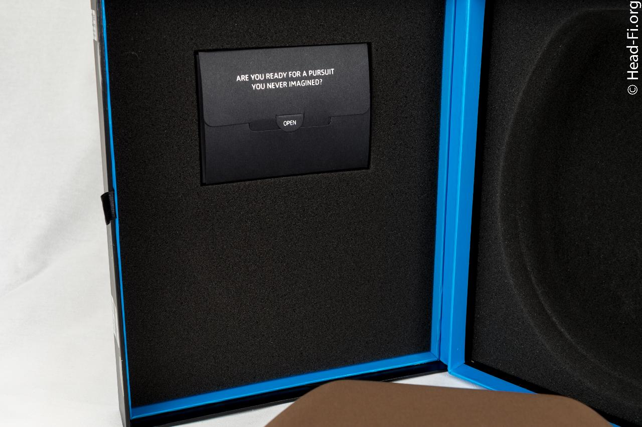 This is the pocket insert that contains the Sennheiser MOMENTUM's documentation.