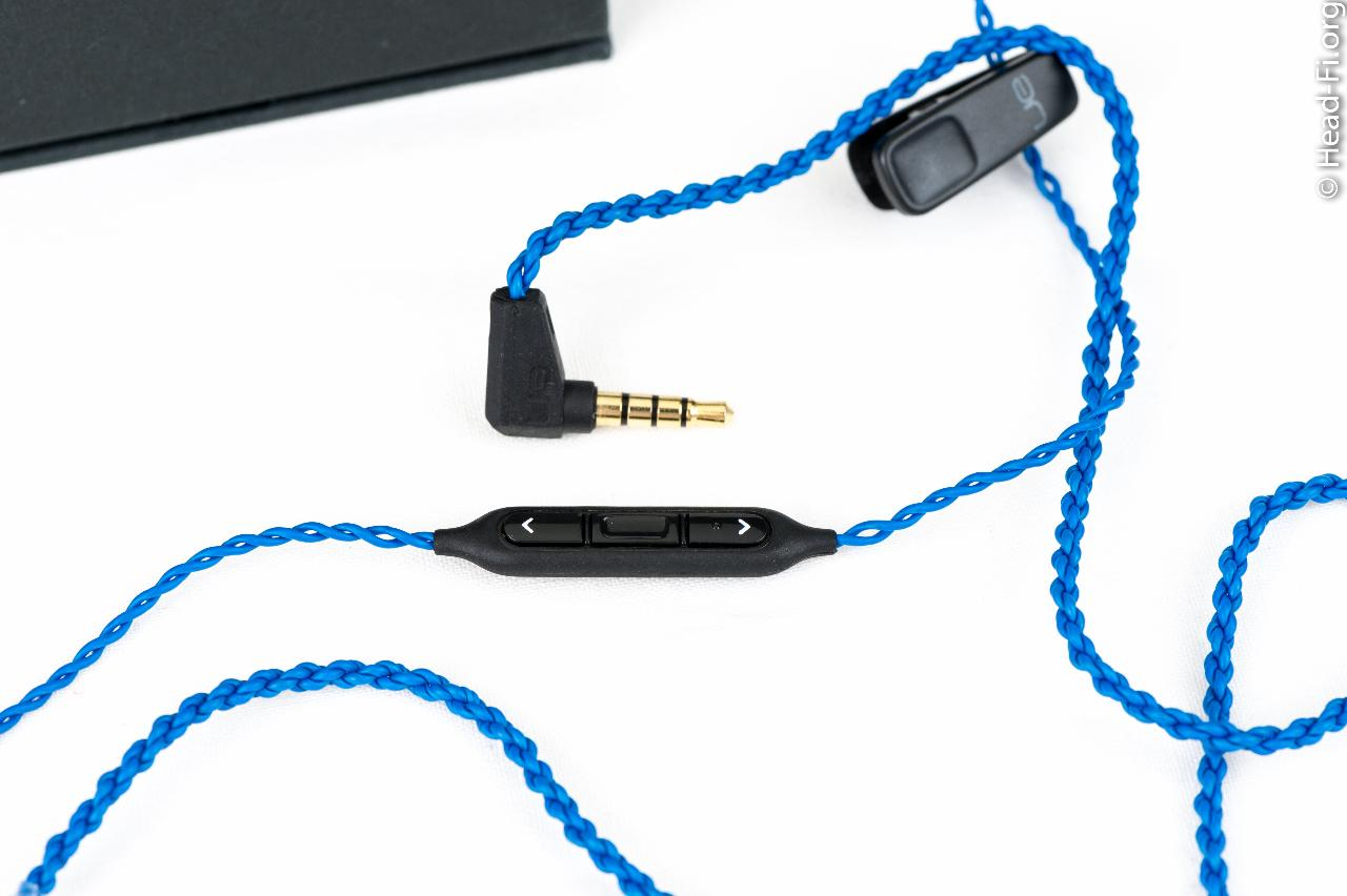 Ultimate Ears UE900 three-button remote/mic cable, for use with the Apple iPod, iPad, and iPhone.