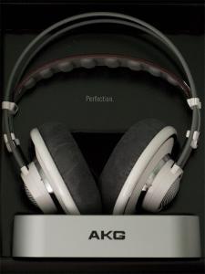 akg701_in_box-600x800.jpg
