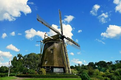 Spot traditional Dutch Windmills