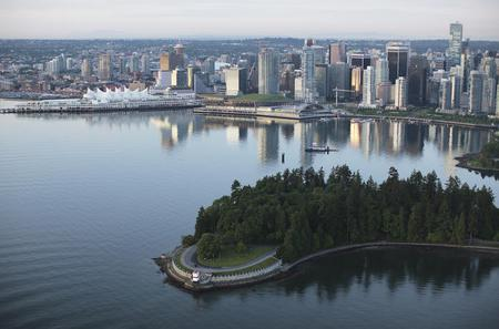 Full Day Best of Vancouver Private City Tour and Alpine Adventure