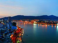 Da Nang Nightlife Tour with Vietnamese Dinner