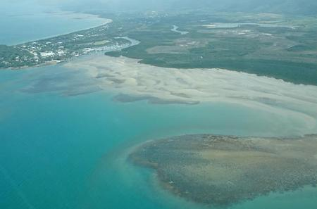 60-Minute Great Barrier Reef and Port Douglas Scenic Flight from Cairns Including Green Island and Port Douglas