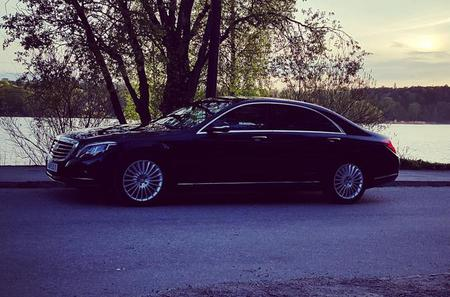 First Class Airport Limousine Transfer: Stockholm City to Bromma Airport