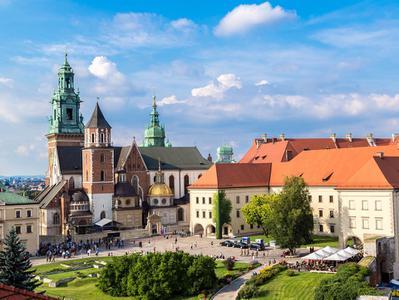 3-hour Private Walking Tour of Krakow with Royal Wawel Castle and St Marys Church