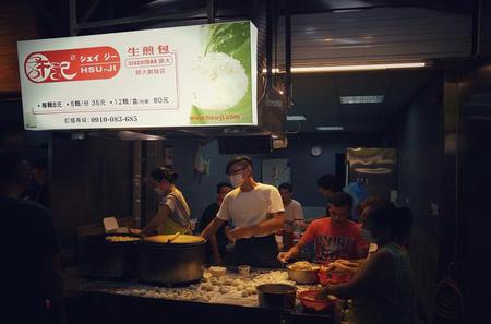 2-Hour Biking Tour: Amazing Taipei City Discovery including Shida Night Market
