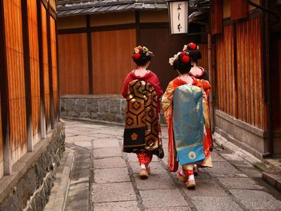 Gion Walking Tour with Kimono Experience