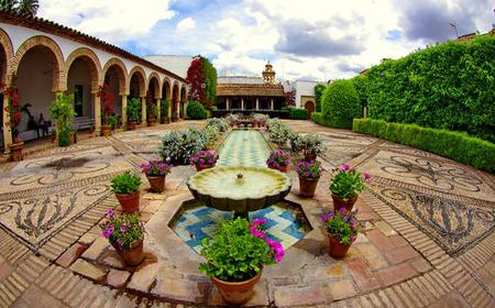 Cordoba: Viana Palace Courtyards Guide Tour