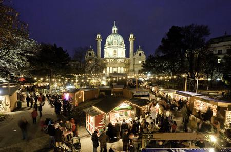 Private Vienna Christmas Guided Full Day Tour from Prague