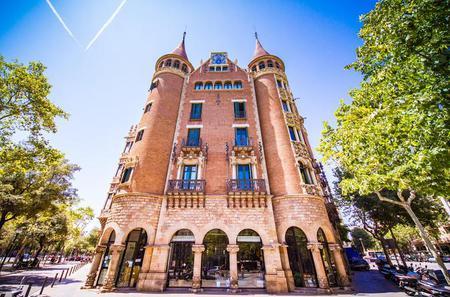 Casa de les Punxes: Audio Tour with Cocktail in Barcelona