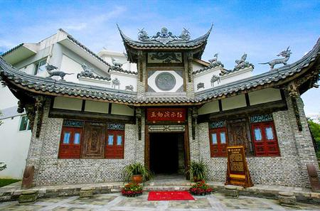 Chengdu Day Tour of Tasting Sichuan Cuisine and Experiencing Local Life