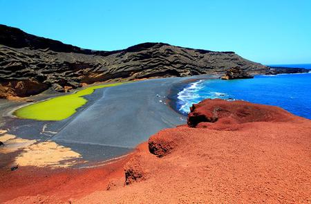 Volcanoes and Caves: Full-Day Tour of Lanzarote