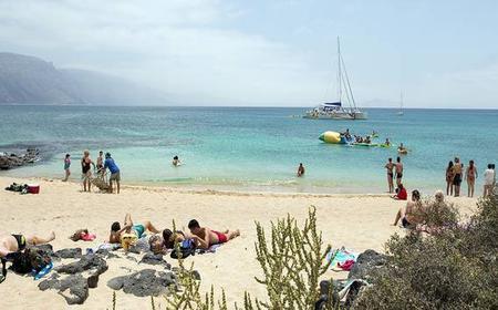 Lanzarote: Day Trip to La Graciosa Island by Catamaran