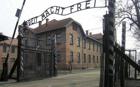 From Krakow: Full-Day Auschwitz-Birkenau Premium Tour