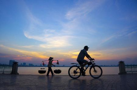 Half-Day Hanoi Foodie Tour on Bike