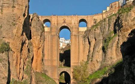 From Seville: Full-Day Private Transfer to Granada via Ronda