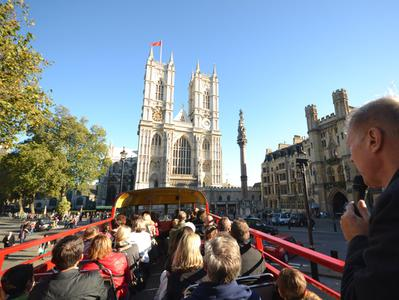 London City Tour by Vintage Open Top Bus with London Dungeon