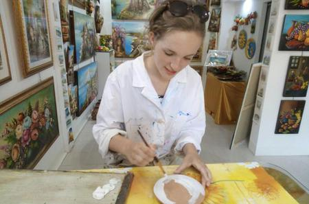 Taormina Painting Class on Cold Ceramic in Traditional Sicilian Workshop with Prosecco Tasting
