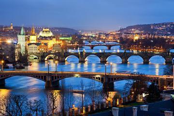 Prag-Stadtrundfahrt mit dem Bus mit optionaler Bootstour, Karlsbrücken-Museum und Abendessen