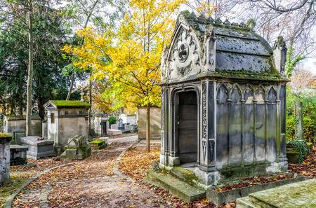 Small-Group Walking Tour of Père Lachaise Cemetery