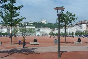 3 hour Walking Guided Tour of Lyon with Food Tasting